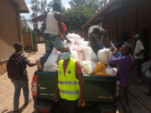 Rwezamenyo: Imiryango itishoboye 678 iri  muri guma mugo yagejejweho ibyo kurya leta yabageneye